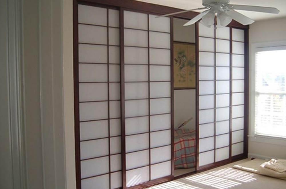 Четырехстворчатая раздвижная дверь Классика из шпона Венге