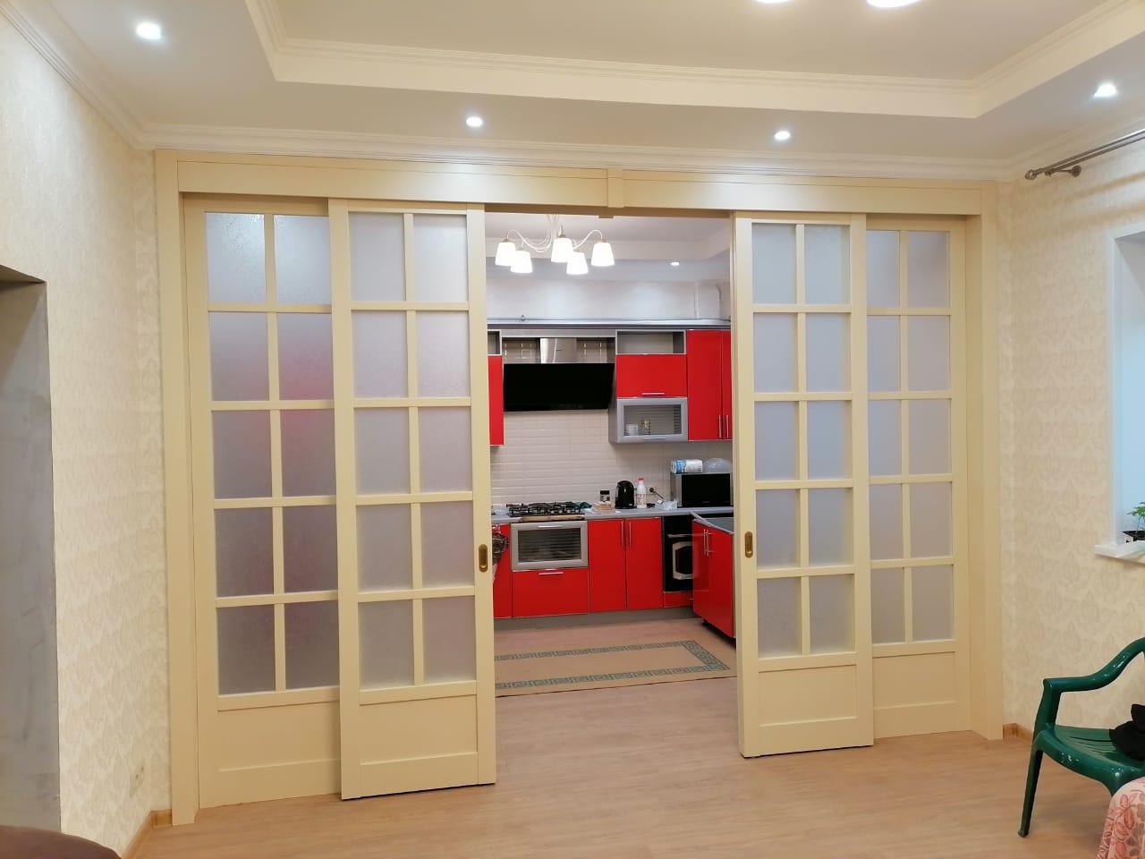 Зонирование кухни и гостиной.