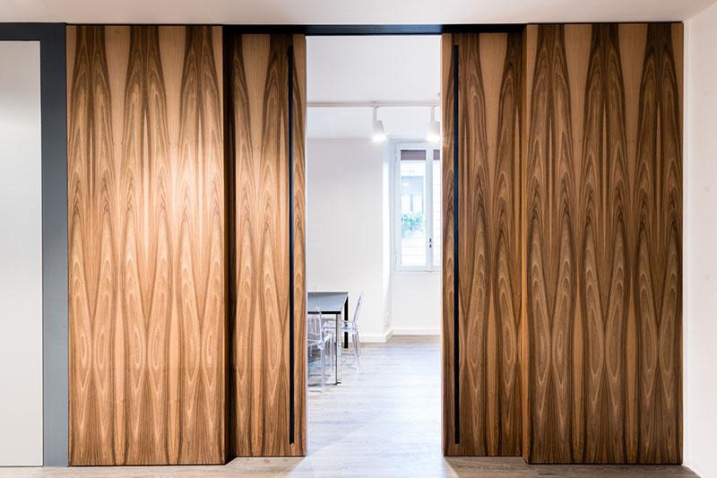 Глухая раздвижная дверь для вашей квартиры или загородного дома.