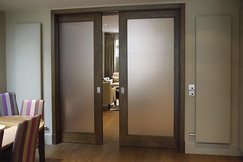 Раздвижная дверь из шпона Дуба.