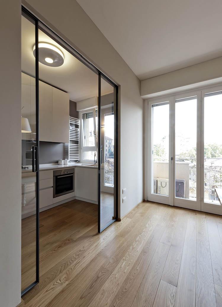 Раздвижная дверь на кухню двустворчатая со стеклом