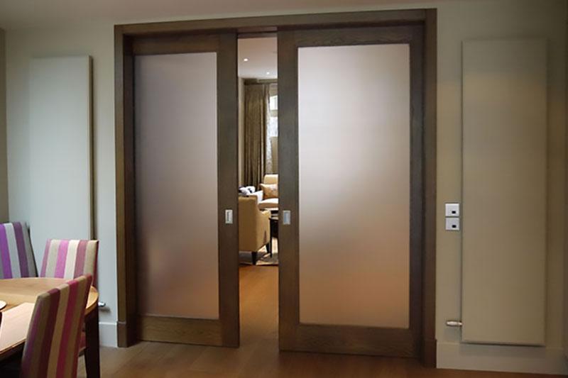 Раздвижная дверь в стену Классика из шпона Дуба