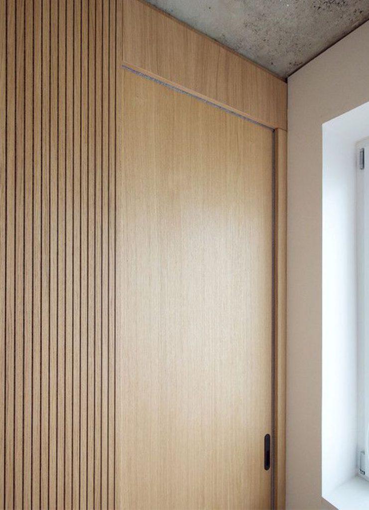 Раздвижная дверь в стену для гардеробной