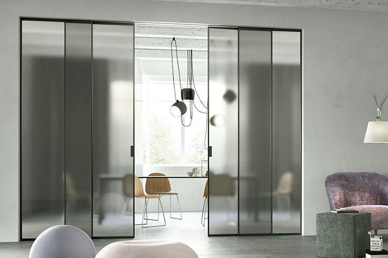 Раздвижная перегородка Loft с покрытием эмали и стеклом матовый сатинат.