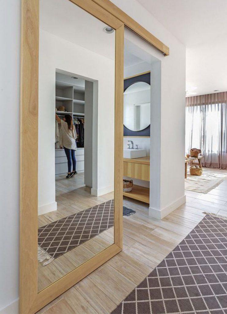 Раздвижная перегородка из шпона Дуба с двухсторонним зеркалом для гардеробной