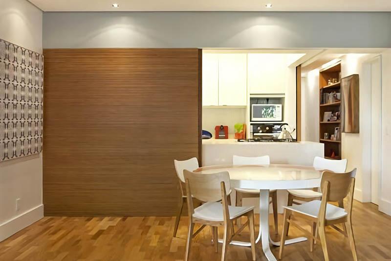 Раздвижная перегородка на кухню из шпона Дуба с прозрачным лаком
