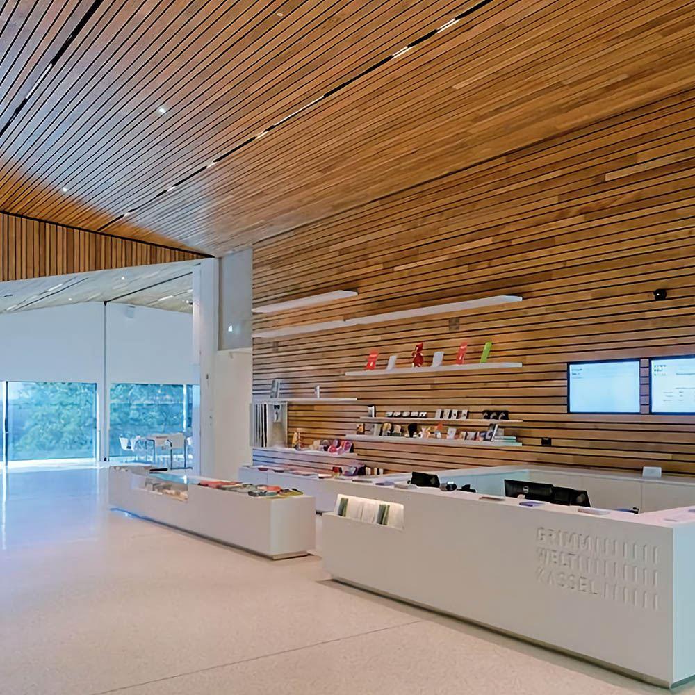 Шпонированные панели для потолка покрытые лаком