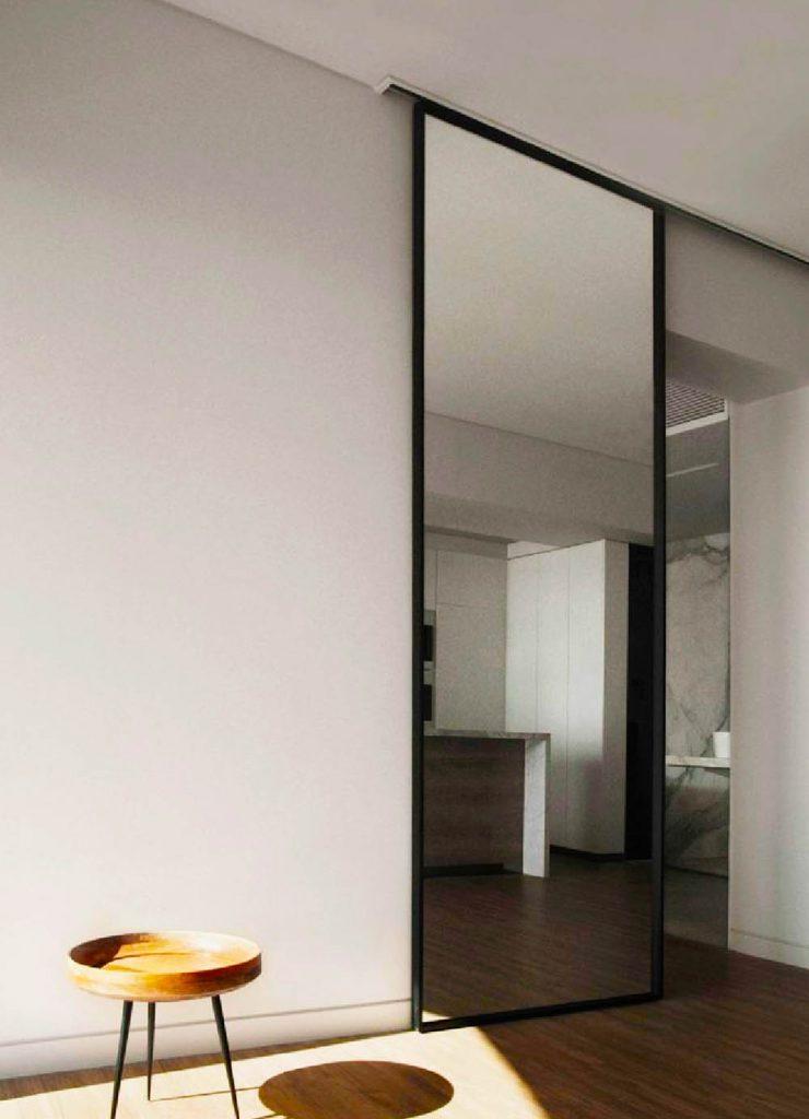 Зеркальная межкомнатная перегородка в комнату
