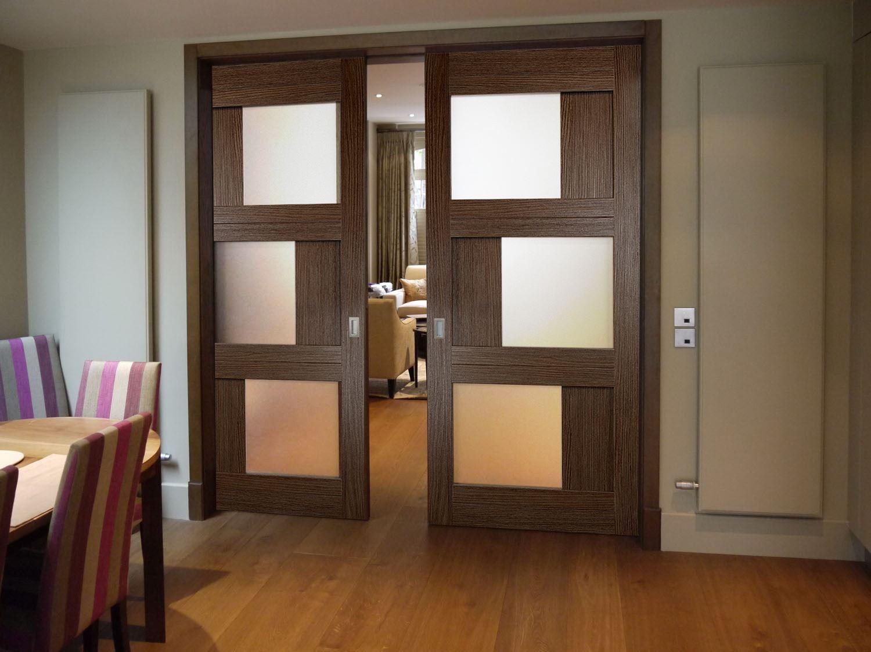 Двухстворчатые раздвижные двери.