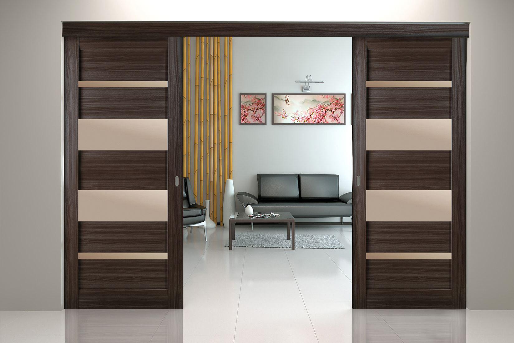 Раздвижная дверь из комбинированных материалов.