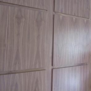 Плиточная стеновая панель под дерево