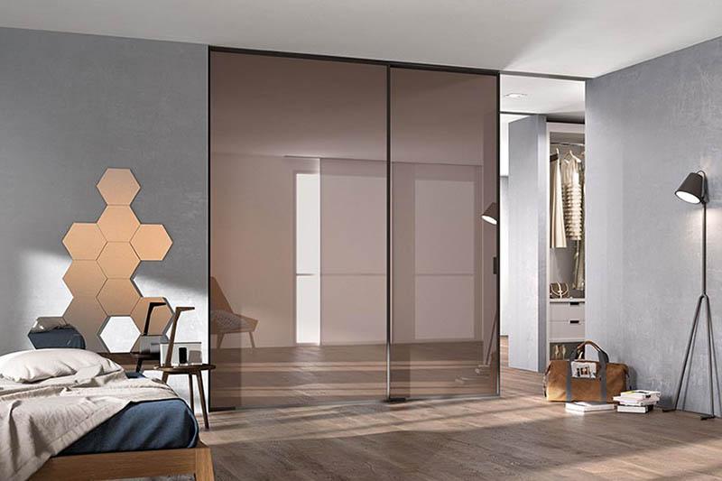 раздвижные двери межкомнатные стеклянные в потолок