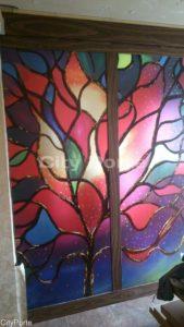 Рисунок на витражной перегородке из стекла