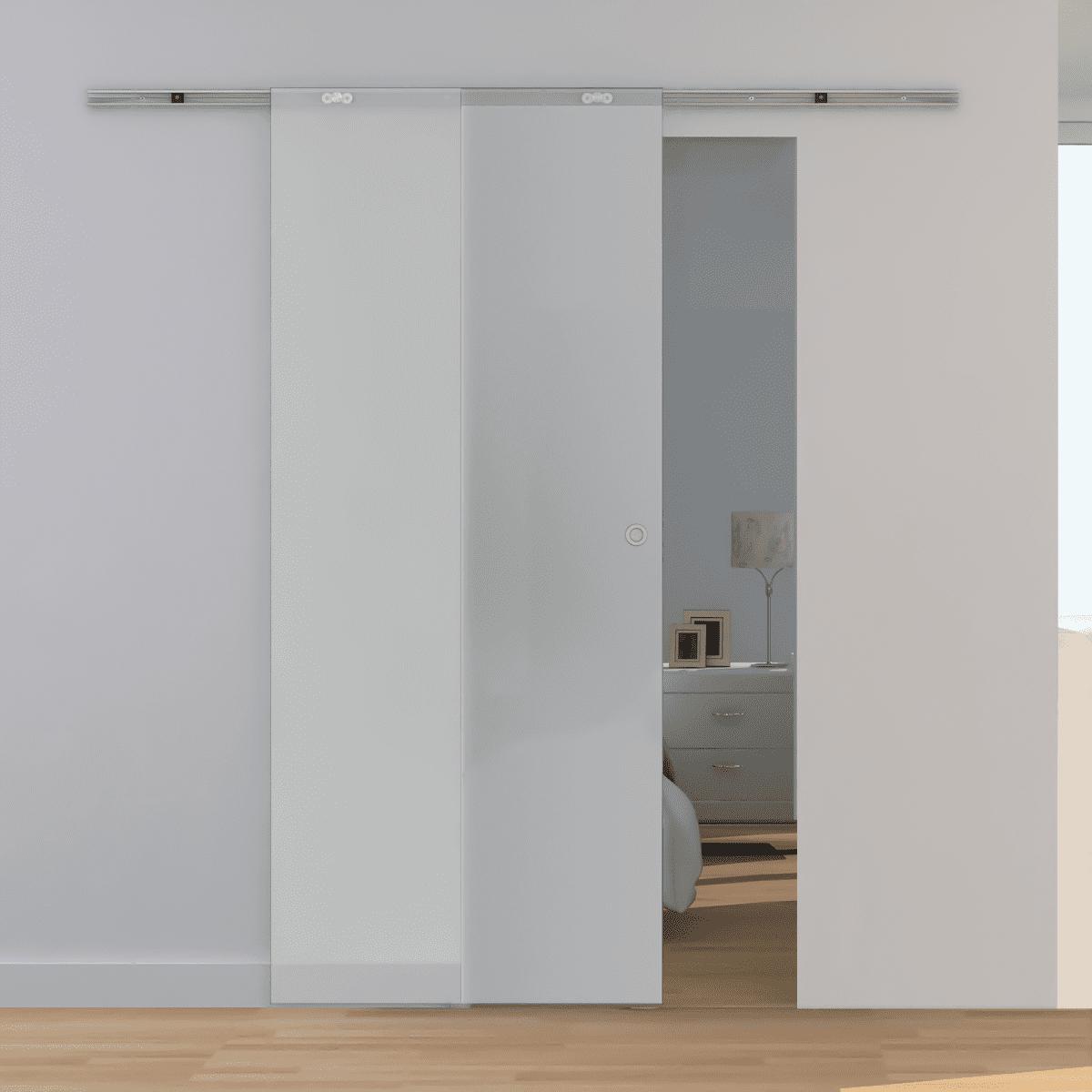 Раздвижная дверь из ударопрочного стекла.